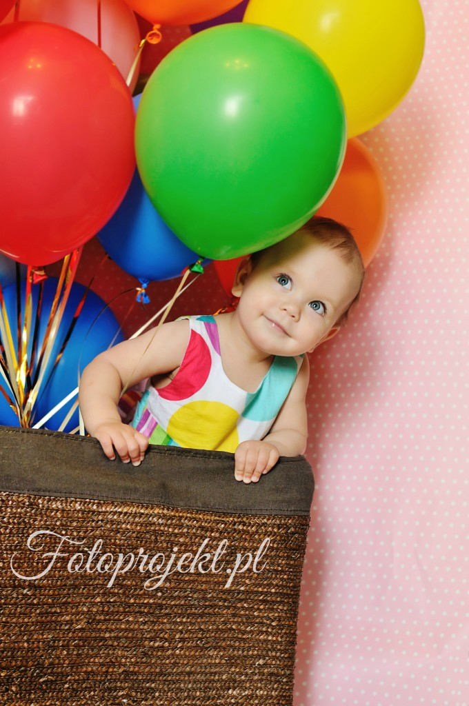 birthday one year old girl with baloons